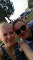 Leah und Ich am Rheinufer